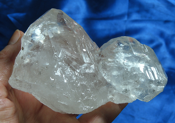 Glossy and Curved Large Labyrinth Quartz Cluster